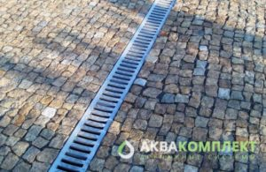 Решетки лотков проложенной ливневой канализации