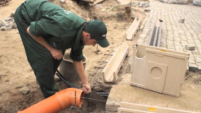 Монтаж элементов ливневой канализации