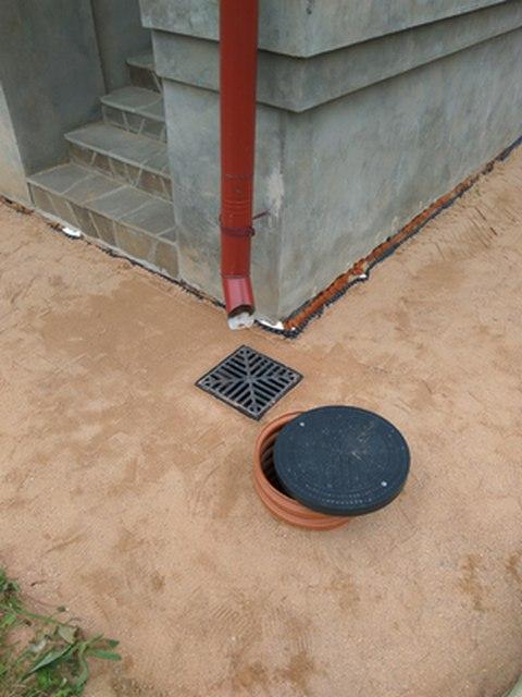 Решетки установленных дождеприемника и контрольного колодца
